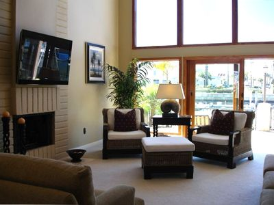 Light and airy familyroom with water view and 42 HD Flat Screen