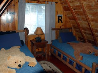 Lake Arrowhead cabin photo - Kids & Adults Love This Bedroom (2) Twin Beds TV DVD