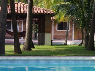El Salvador villa photo - Enjoy your swimming pool: the bedrooms are located in an oasis at the distance