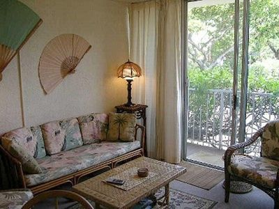 Puako condo rental - Living room with tropical furnishings, and slider