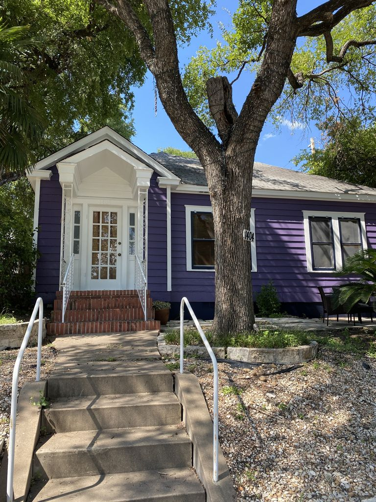NEW LISTING! Adorable 6th Street Bungalow