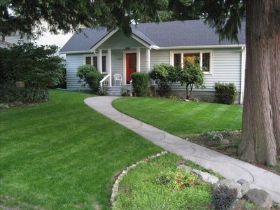 Seattle house rental - View from the street of the large front yard