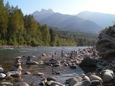 A place to stay by Chilliwack River adventure! Rafting, fishing, hiking. Enjoy!