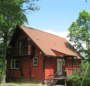 Adorable cozy two bedroom cabin with beautiful view to Cacapon Mountain.
