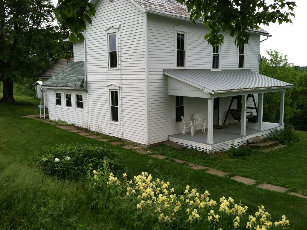 1800 39 s farmhouse in coshocton 230 acre farm vrbo for Homes built on your land with no money down