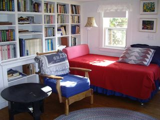 Block Island cottage photo - Living Room with 2 twin hollywood beds