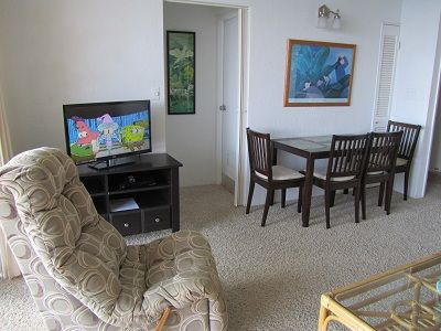 Dining area, 32' flat screen T.V. DVD/Blue ray player and a second recliner