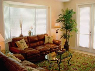 Clearwater Beach townhome photo - Living Room- Flat screen TV, WiFi, DVD player, audio, bay window & balcony