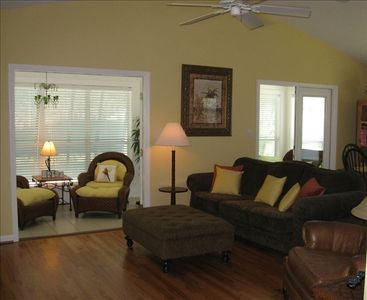 UPSTAIRS GREAT ROOM & SUN ROOM WITH BIG SCREEN TV & WiFi