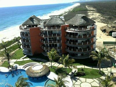 Puerto Escondido condo rental - Vivo Resorts condo building and endless beach