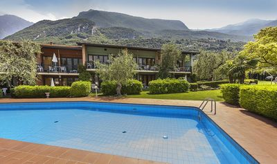 Residence above the lake in a landscaped garden, WIFI / WLAN