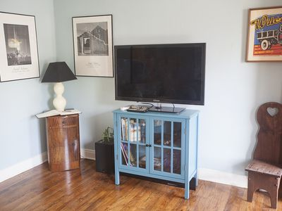 42' flatscreen with cable and highspeed internet.
