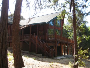 Sutter Creek lodge rental - Back of lodge.