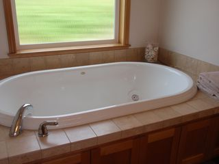 Neskowin townhome photo - Master Jacuzzi Tub