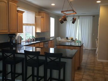 Buellton house rental - Large kitchen with granite countertops, gas stove and oven.