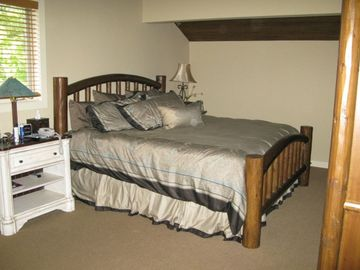 Master Bed Room w/King Bed