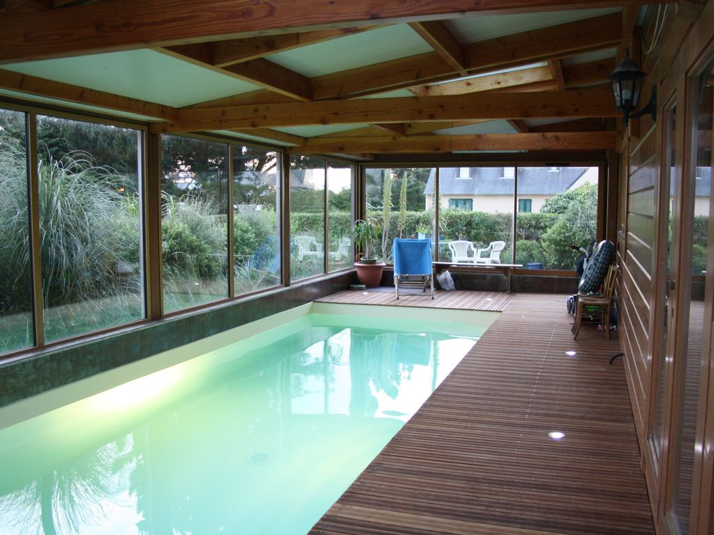 In Port Blanc Great Warm Wooden House Indoor Pool