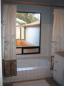 Large Bathroom w/ Jacuzzi Tub