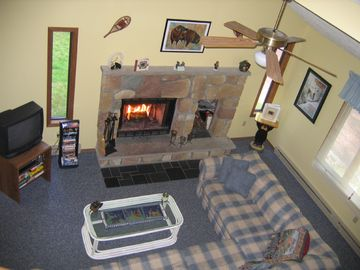 Cozy living room w/ fireplace, DVD & Cable TV
