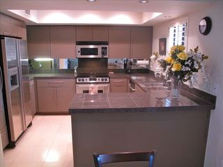 Phoenix condo photo - fully stocked kitchen with granite countertops and custom cabinets