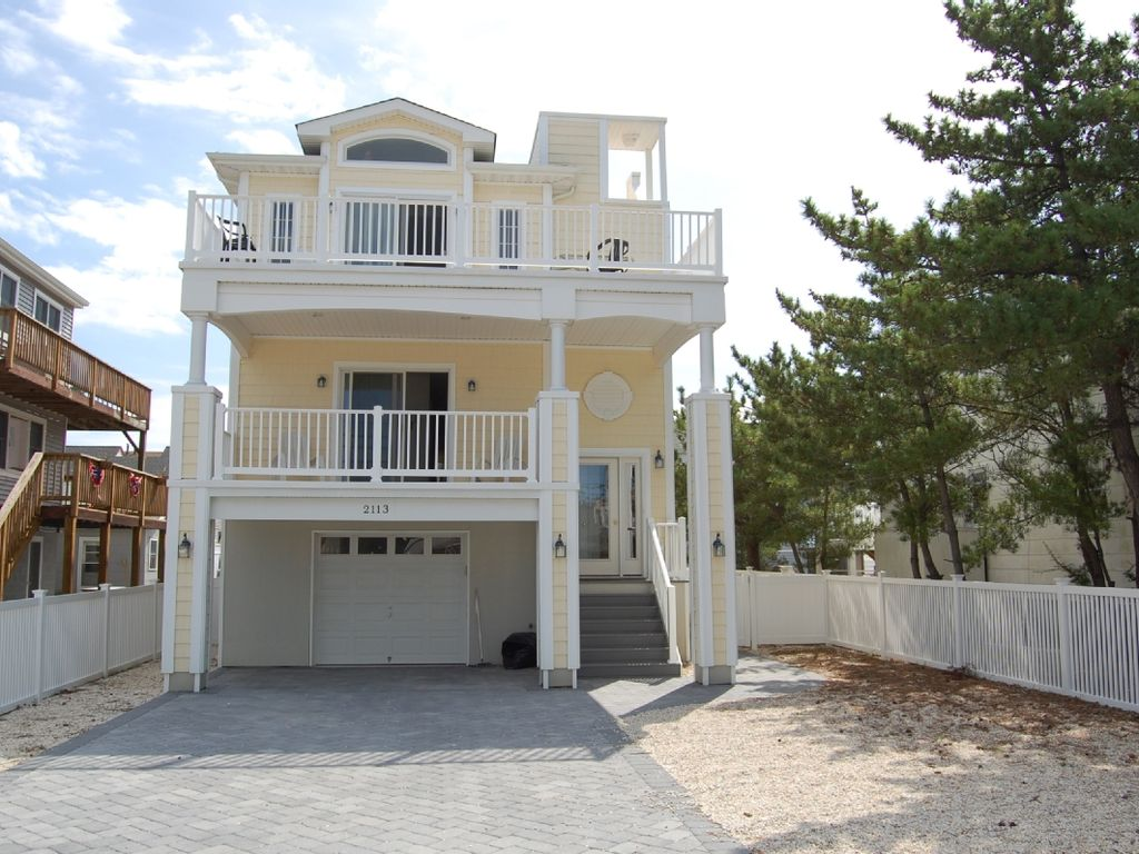 3 decks ocean bay view from roof deck homeaway beach haven - The rooftop deck house ...