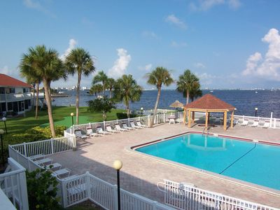 Condo 60J across from beachside putting green, pool, Jacuzzi gazebo and rec ctr.