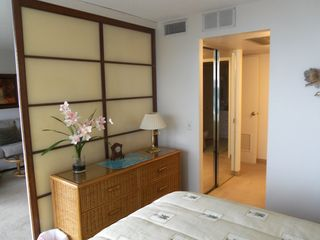 Makaha condo photo - This shoji screen closes to make the bedroom private.