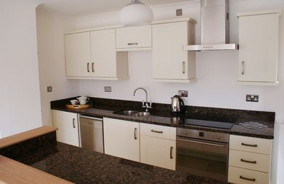 City of London apartment rental - Kitchen w breakfast bar