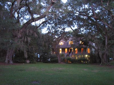 Waterfront estate near Charleston with spectacular views & great rates