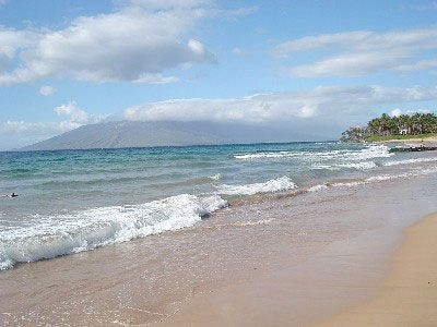 The beauty of Keawakapu Beach - Ekahi Village has beach front access.