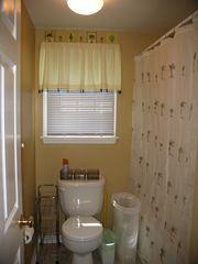 Seaside Park apartment photo - Bathroom with tub in downstairs rental