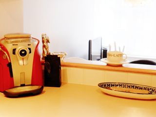 Montreal condo photo - Gourmet coffee machine/ Machine à café haute gamme