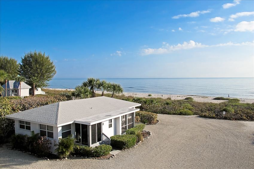 Adorable seaside cottage just steps to beach nice gulf view
