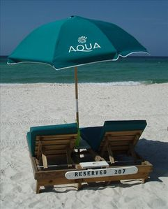Beach lounge chairs/umbrella included in rental of this condo.  No extra charge!