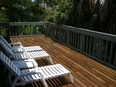 Oversized (extra-deep) secluded Sundeck