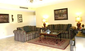 Spacious & Cozy Living room, leather sofa sleeper