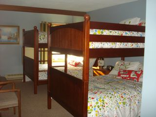 Killington condo photo - Two Adult 1000lb cap. Full sized Hardwood bunk beds, Serta pillow top matresses.
