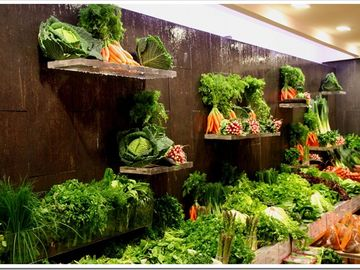 Marché Poncelet :beautifull vegetable display