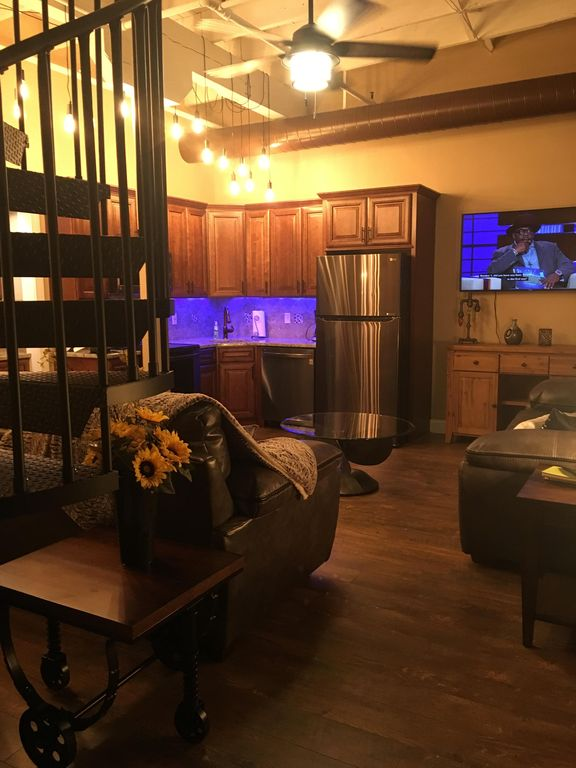 Spiral Staircase 2 Bed 2 Bath NEW, Private Roof Deck Lake Erie BEST views in CLE