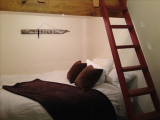 Paso Robles barn photo - Relax....Queen bed in Western Guest Cottage with bunk for kids....or not!