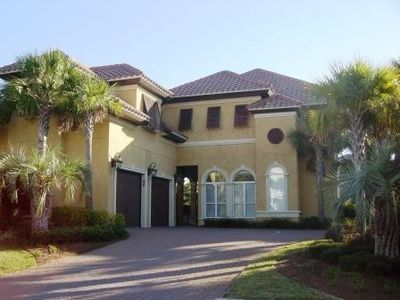 Exquisite home in Destins premier neighborhood 5 br/3.5ba