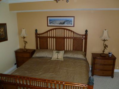 Master bedroom with King Tempur-Pedic bed
