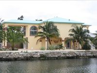 Exclusive Home of Vacation with a Pool in Tavernier.