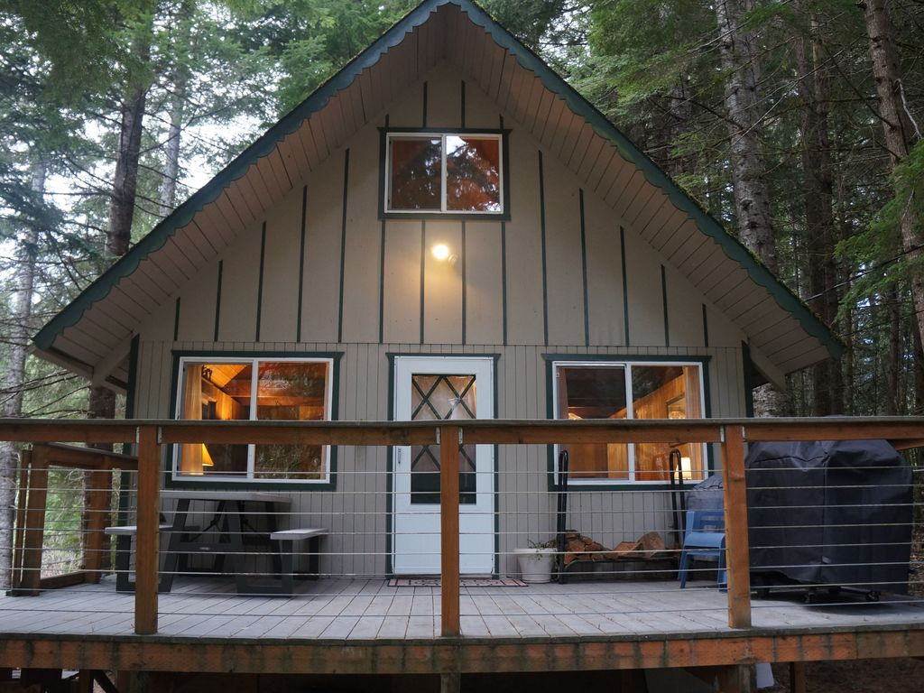 Mt rainier fun huge deck hot tub family vrbo for Rental cabins near mt st helens