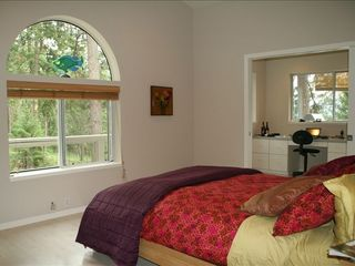 Hood River house photo - Spacious Master Bedroom on main floor