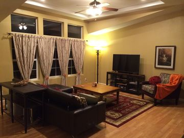 Munds Park house rental - Vaulted Living Room with 55-inch HDTV