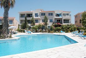 Ground floor air-conditioned 2 bedroom apartment located in a sunny 'paradise'