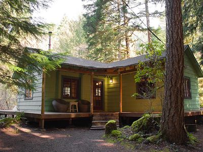 Romantic 1930's Mount Hood Cabin with Hot Tub *Free Wifi*