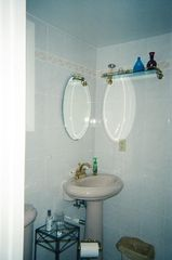 Portsmouth house photo - Bathroom