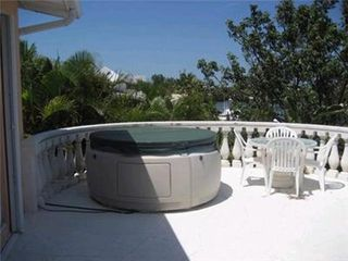 Marathon house photo - Enjoy a relaxing evening in your private hot tub!